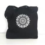 Must riidest kott hõbedase mandalaga