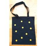 Must riidest kott kollaste täppidega