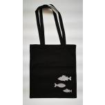 Must riidest kott hõbedaste kaladega