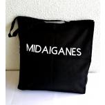 Must riidest kott Midaiganes