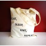 """Väike valge orgaaniline tekstiilkott """"Eat, sleep, knit, repeat"""""""