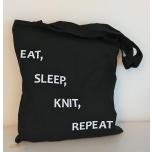 """Väike must orgaaniline tekstiilkott """"Eat, sleep, knit, repeat"""""""