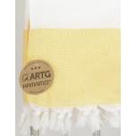 Triibuline rätik kollase rombimustriga